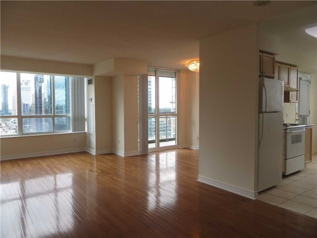 Condo Apartment at 18 Parkview Ave, Unit 1910, Toronto, Ontario. Image 12