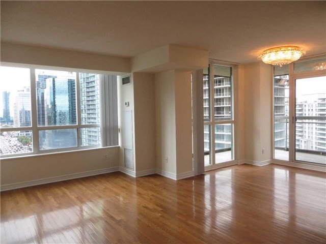 Condo Apartment at 18 Parkview Ave, Unit 1910, Toronto, Ontario. Image 14