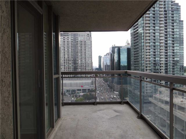 Condo Apartment at 18 Parkview Ave, Unit 1910, Toronto, Ontario. Image 6