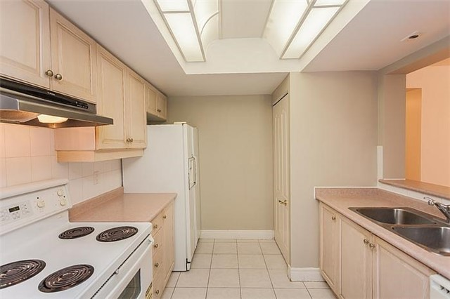 Condo Townhouse at 5418 Yonge St, Unit 113, Toronto, Ontario. Image 5