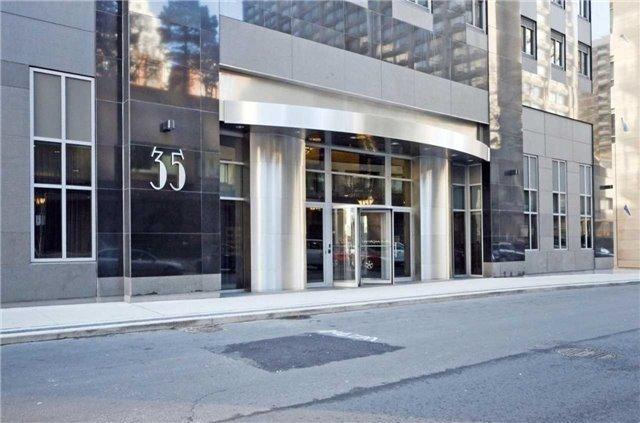 Condo Apartment at 35 Balmuto St, Unit 302, Toronto, Ontario. Image 6