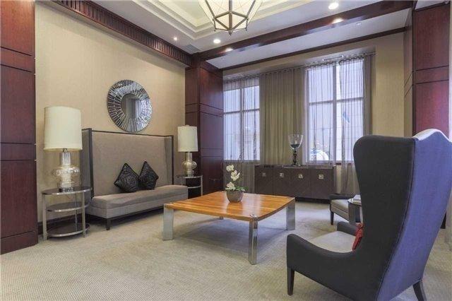 Condo Apartment at 35 Balmuto St, Unit 302, Toronto, Ontario. Image 7