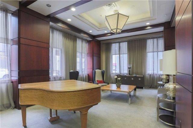 Condo Apartment at 35 Balmuto St, Unit 302, Toronto, Ontario. Image 8