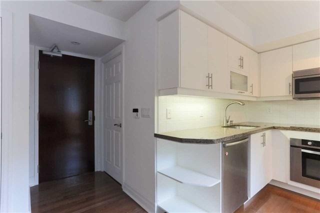 Condo Apartment at 35 Balmuto St, Unit 302, Toronto, Ontario. Image 9