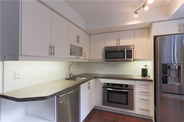 Condo Apartment at 35 Balmuto St, Unit 302, Toronto, Ontario. Image 10
