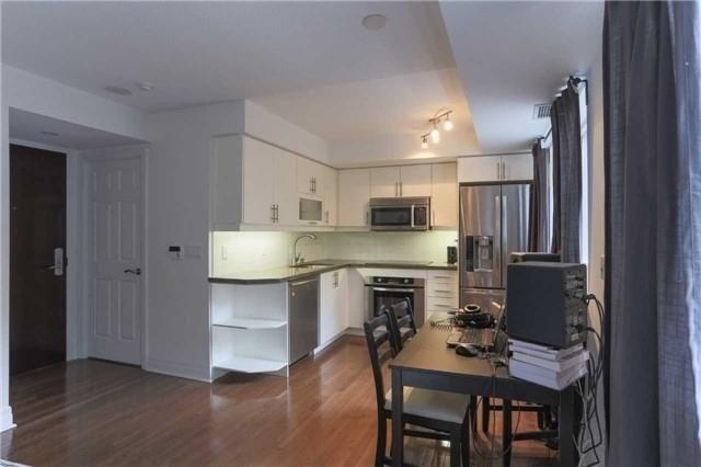 Condo Apartment at 35 Balmuto St, Unit 302, Toronto, Ontario. Image 11