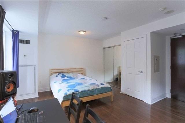 Condo Apartment at 35 Balmuto St, Unit 302, Toronto, Ontario. Image 12