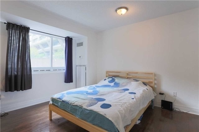 Condo Apartment at 35 Balmuto St, Unit 302, Toronto, Ontario. Image 13