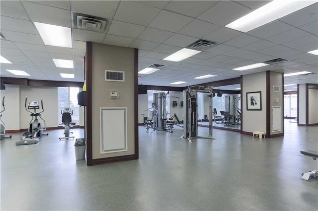 Condo Apartment at 35 Balmuto St, Unit 302, Toronto, Ontario. Image 3