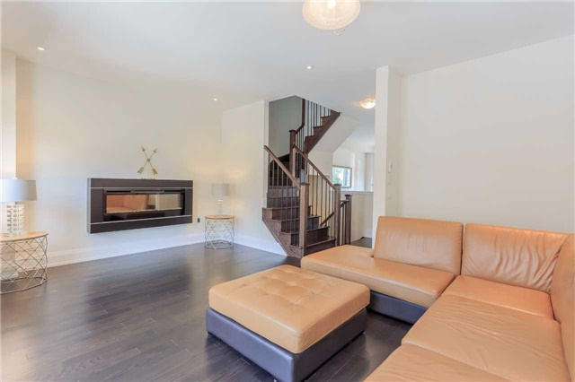 Townhouse at 18 Kenneth Wood Cres, Toronto, Ontario. Image 4