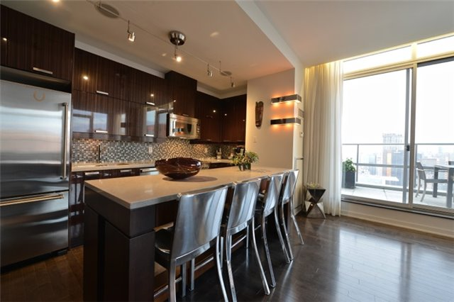 Condo Apartment at 126 Simcoe St, Unit Ph 3, Toronto, Ontario. Image 16