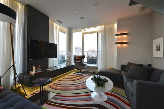 Condo Apartment at 126 Simcoe St, Unit Ph 3, Toronto, Ontario. Image 2