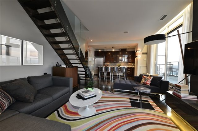 Condo Apartment at 126 Simcoe St, Unit Ph 3, Toronto, Ontario. Image 3