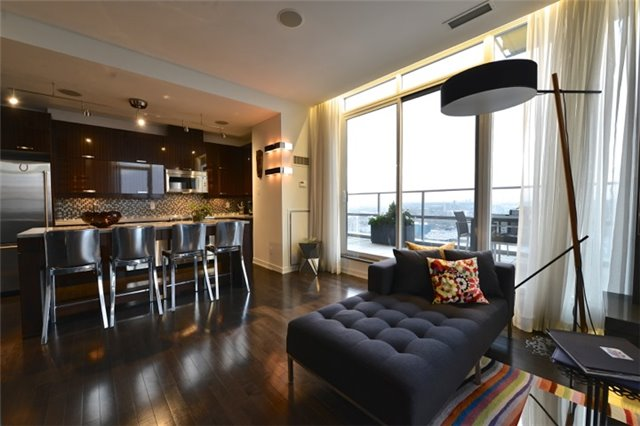 Condo Apartment at 126 Simcoe St, Unit Ph 3, Toronto, Ontario. Image 4