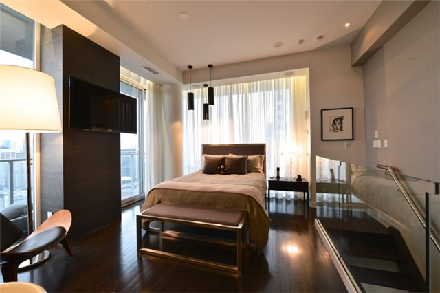 Condo Apartment at 126 Simcoe St, Unit Ph 3, Toronto, Ontario. Image 6