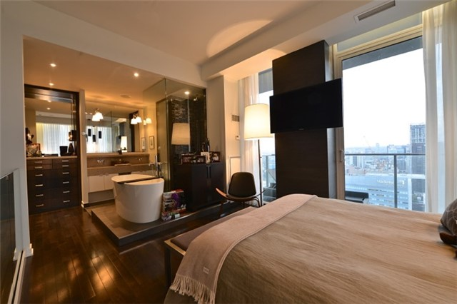 Condo Apartment at 126 Simcoe St, Unit Ph 3, Toronto, Ontario. Image 7