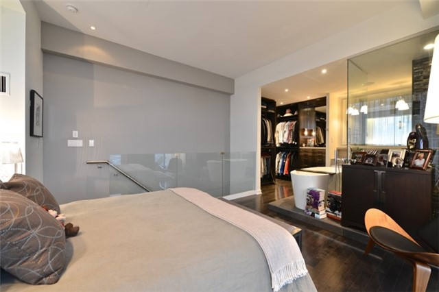 Condo Apartment at 126 Simcoe St, Unit Ph 3, Toronto, Ontario. Image 8