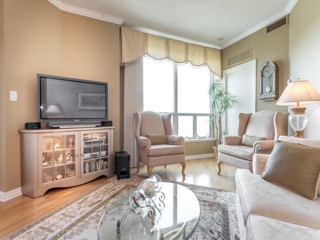 Condo Apartment at 300 Bloor St E, Unit 3004, Toronto, Ontario. Image 2