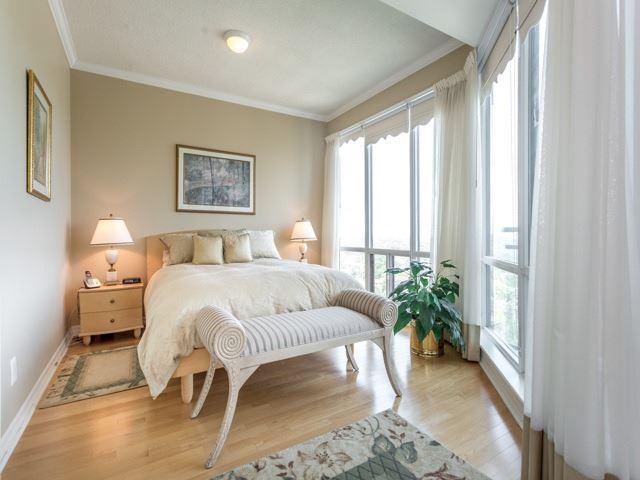 Condo Apartment at 300 Bloor St E, Unit 3004, Toronto, Ontario. Image 4