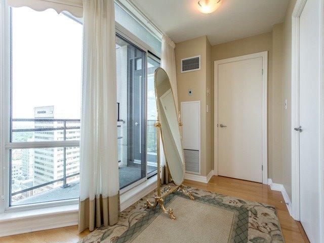 Condo Apartment at 300 Bloor St E, Unit 3004, Toronto, Ontario. Image 5