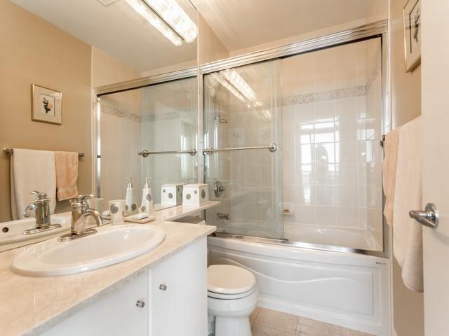 Condo Apartment at 300 Bloor St E, Unit 3004, Toronto, Ontario. Image 6