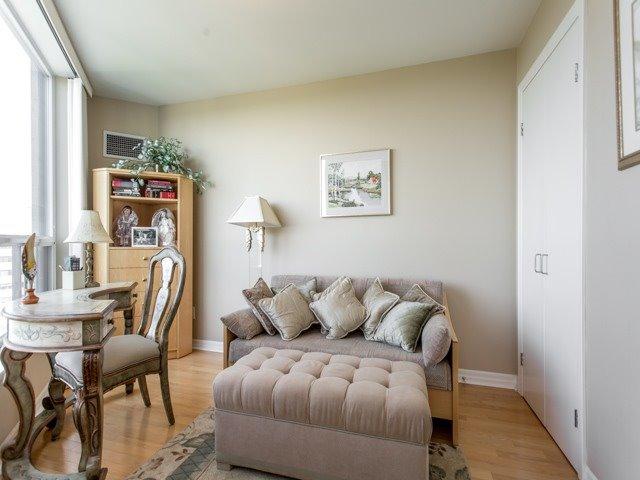 Condo Apartment at 300 Bloor St E, Unit 3004, Toronto, Ontario. Image 7
