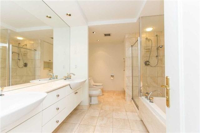 Condo Apartment at 2727 Yonge St, Unit 404, Toronto, Ontario. Image 7