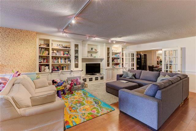 Condo Apartment at 160 Frederick St, Unit 904, Toronto, Ontario. Image 14