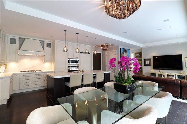 Condo Apartment at 77 Charles St W, Unit 1002, Toronto, Ontario. Image 1