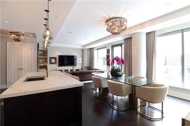 Condo Apartment at 77 Charles St W, Unit 1002, Toronto, Ontario. Image 12