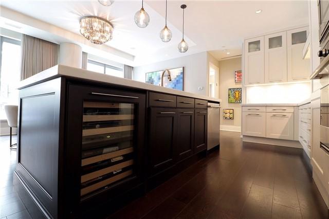 Condo Apartment at 77 Charles St W, Unit 1002, Toronto, Ontario. Image 14