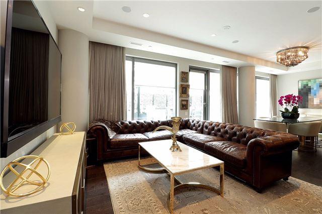 Condo Apartment at 77 Charles St W, Unit 1002, Toronto, Ontario. Image 16