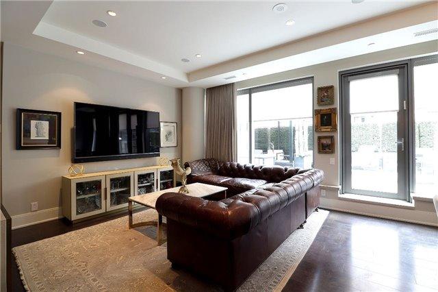 Condo Apartment at 77 Charles St W, Unit 1002, Toronto, Ontario. Image 17