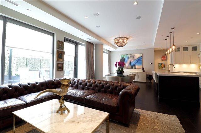 Condo Apartment at 77 Charles St W, Unit 1002, Toronto, Ontario. Image 3
