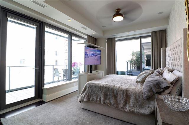 Condo Apartment at 77 Charles St W, Unit 1002, Toronto, Ontario. Image 4