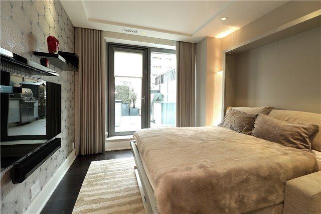 Condo Apartment at 77 Charles St W, Unit 1002, Toronto, Ontario. Image 8