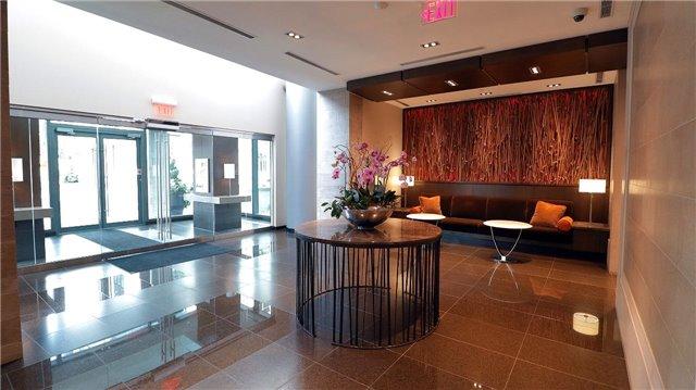 Condo Apartment at 77 Charles St W, Unit 1002, Toronto, Ontario. Image 11