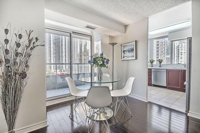Condo Apartment at 35 Hollywood Ave, Unit 1019, Toronto, Ontario. Image 17