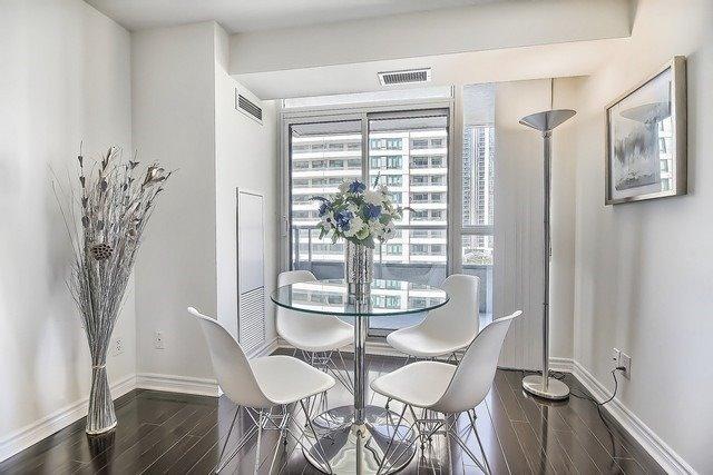 Condo Apartment at 35 Hollywood Ave, Unit 1019, Toronto, Ontario. Image 18