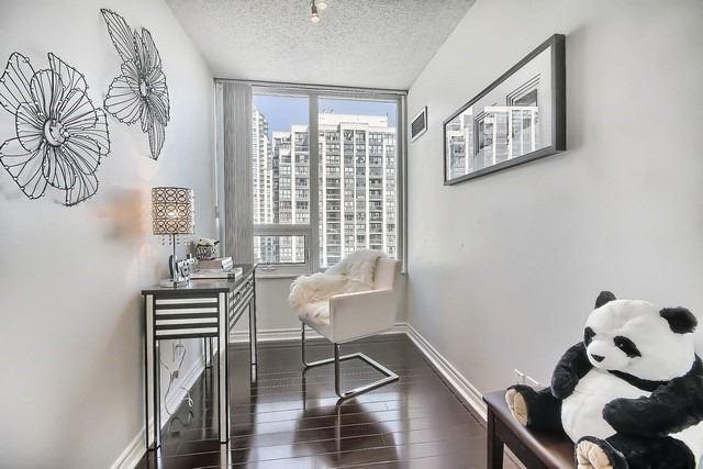 Condo Apartment at 35 Hollywood Ave, Unit 1019, Toronto, Ontario. Image 10
