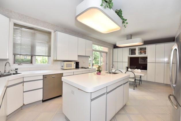 Detached at 82 Dell Park Ave, Toronto, Ontario. Image 19