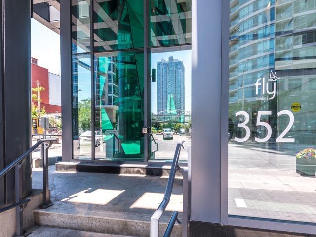 Condo Apartment at 352 Front St W, Unit 1107, Toronto, Ontario. Image 12