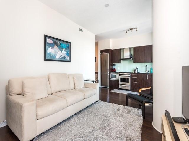 Condo Apartment at 352 Front St W, Unit 1107, Toronto, Ontario. Image 17