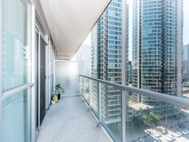 Condo Apartment at 352 Front St W, Unit 1107, Toronto, Ontario. Image 10