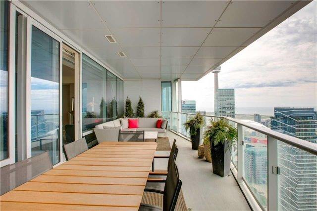 Condo Apartment at 180 University Ave, Unit 5302, Toronto, Ontario. Image 12