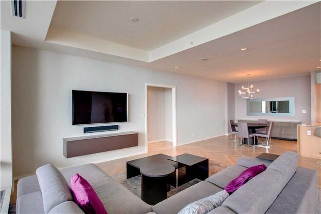 Condo Apartment at 180 University Ave, Unit 5302, Toronto, Ontario. Image 15