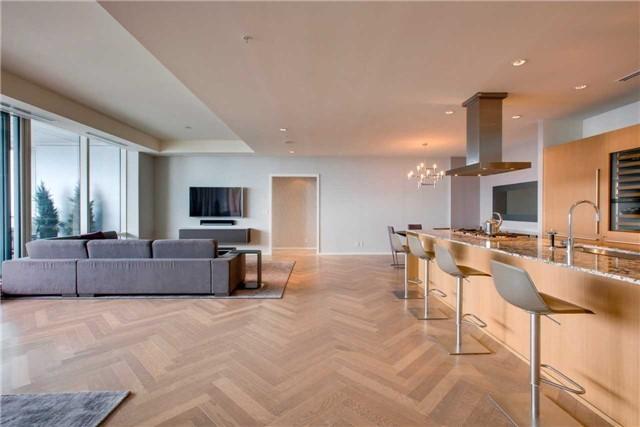 Condo Apartment at 180 University Ave, Unit 5302, Toronto, Ontario. Image 17
