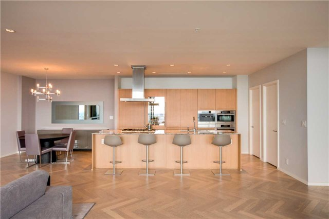 Condo Apartment at 180 University Ave, Unit 5302, Toronto, Ontario. Image 18