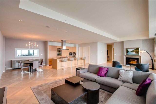Condo Apartment at 180 University Ave, Unit 5302, Toronto, Ontario. Image 19