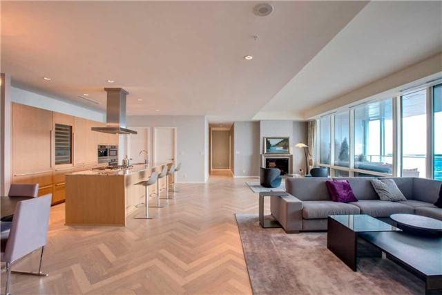 Condo Apartment at 180 University Ave, Unit 5302, Toronto, Ontario. Image 2